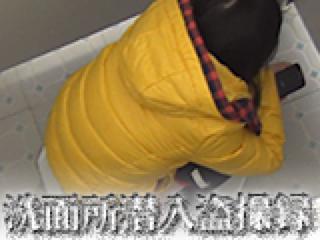 エロ動画:洗面所潜入盗SATU録:無毛まんこ