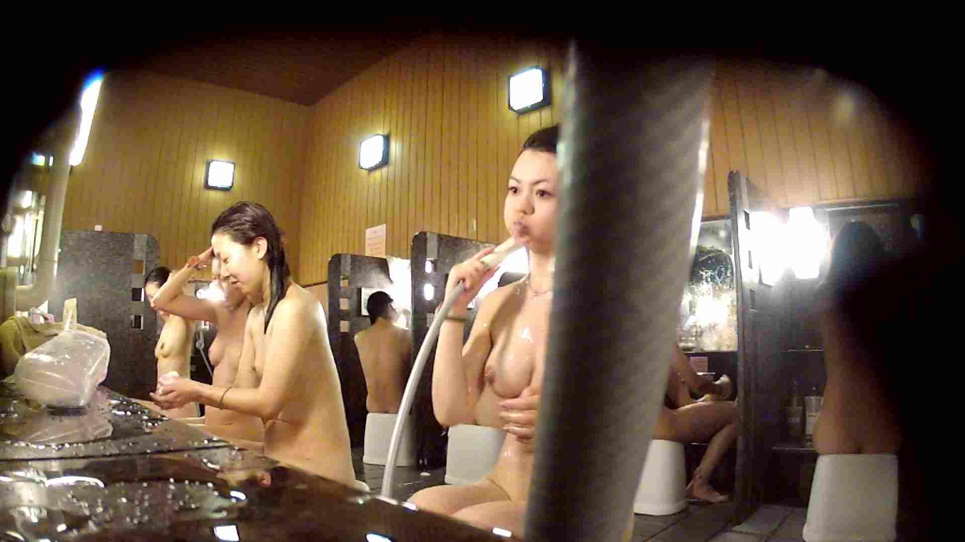 エロ動画:ハイビジョン 洗い場!ちょっとケバいですが、美乳です!ホースが・・・:怪盗ジョーカー