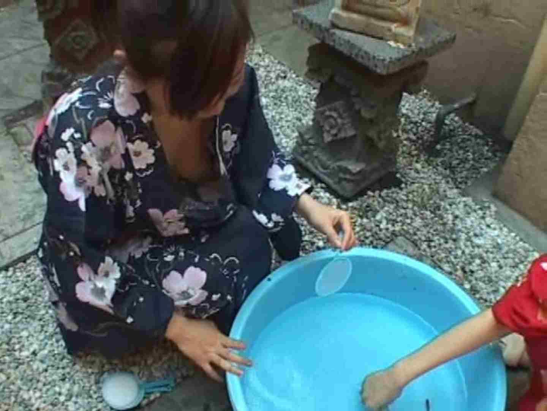 エロ動画:金魚すくい胸チラ:のぞき本舗 中村屋