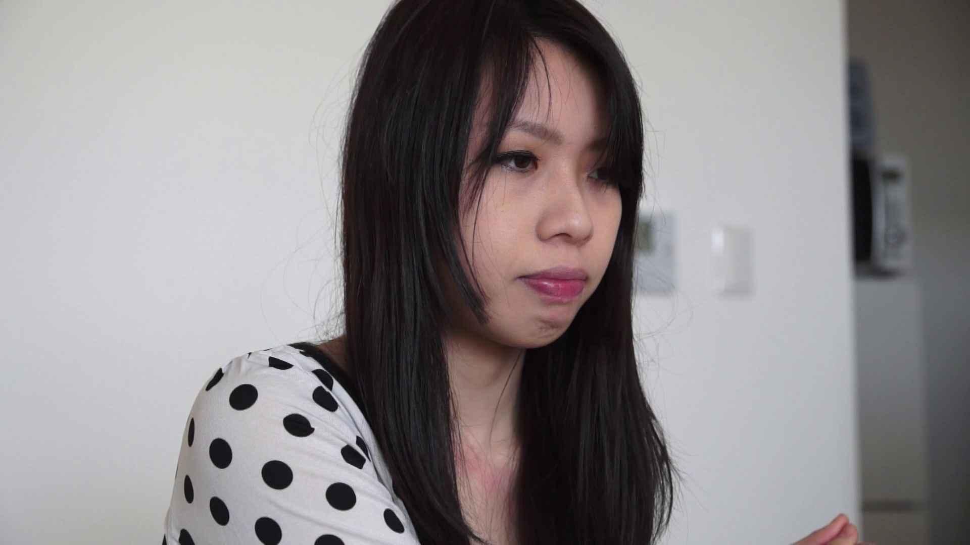自宅で今回の出演までの経緯を語る志穂さん おまんこ娘 | 覗き  37連発 9