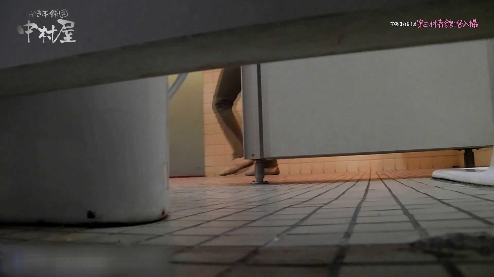 第三体育館File044長身のバレー部員が目の前の個室に入ってくれました。後編 女子トイレ ぱこり動画紹介 80連発 33