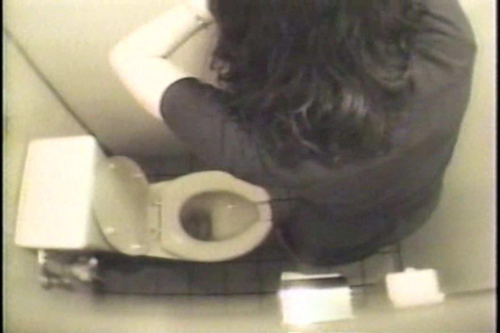 エロ動画:盗撮 女子洗面所3ヶ所入ってしゃがんで音出して:ピープフォックス(盗撮狐)