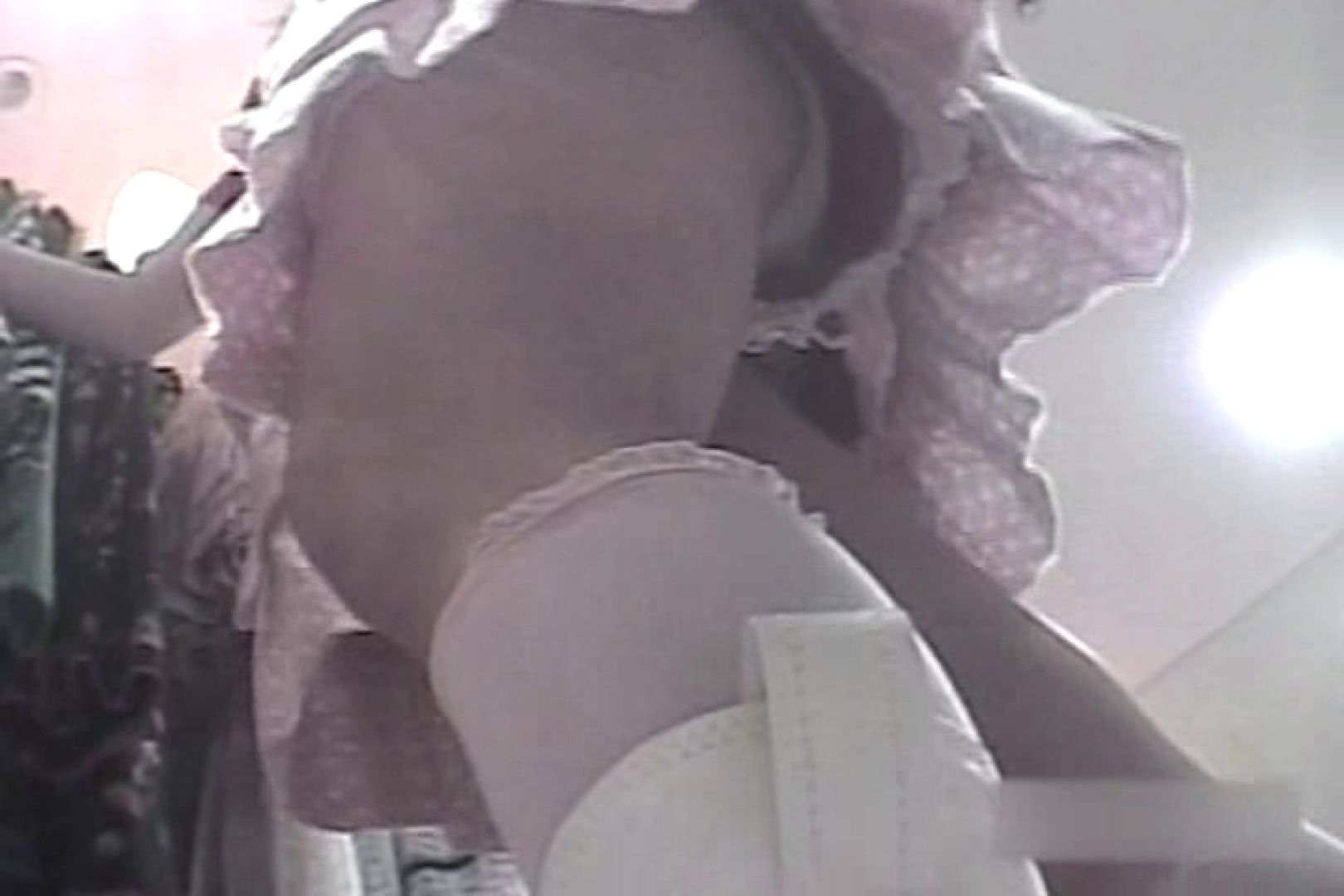 ショップ店員のパンチラアクシデント Vol.16 潜入 おめこ無修正画像 73連発 39